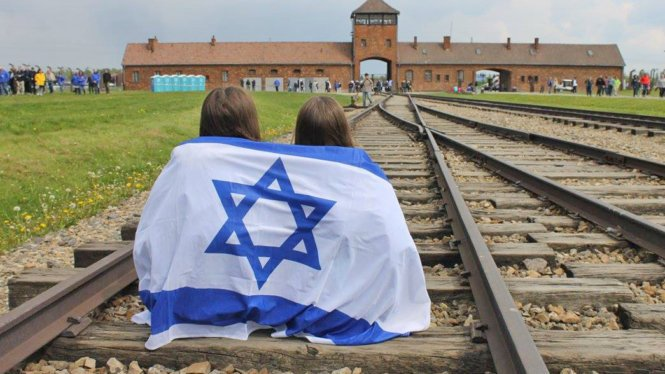 Touring Auschwitz and Birkenau